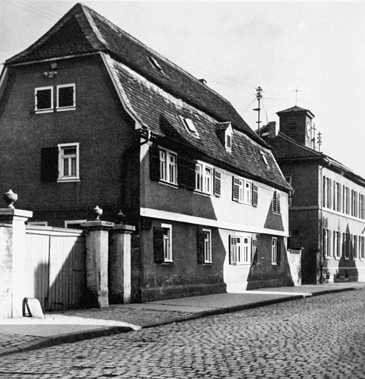 Erste-Nungesser-Produktionsstätte-in-der-Groß-Gerauer-Straße-in-Griesheim-um-1928.jpg